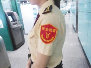 地铁安检新肩章(图)