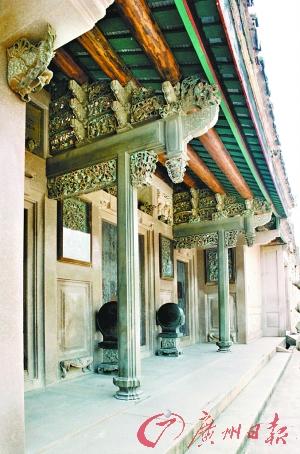 从熙公祠门厅随梁石雕被窃之前的景象.