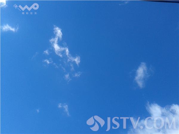 蓝天白云化作各种形状 栩栩如生(组图)
