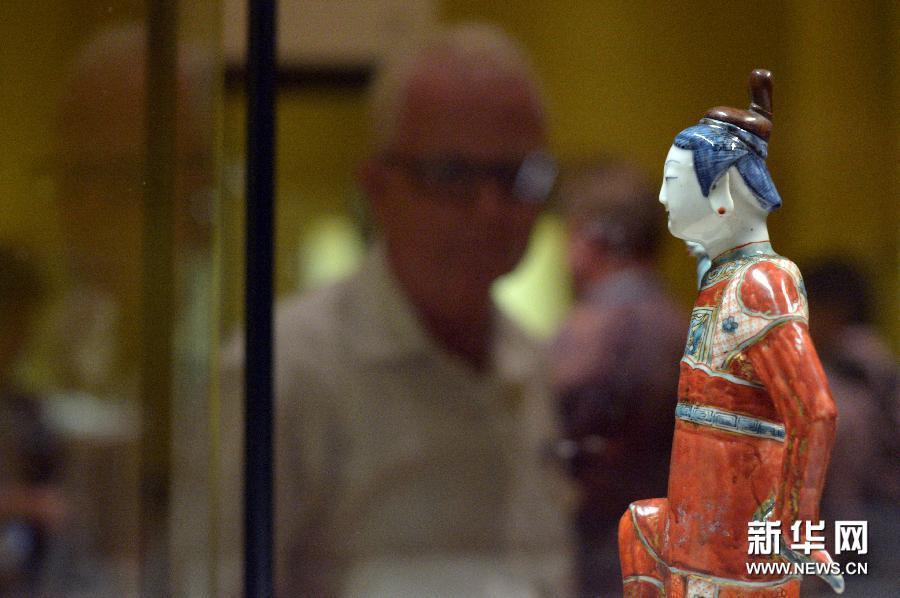 """山东溜博陶瓷人体彩绘_""""瓷风雅艺""""陶瓷展在新加坡举行组图-搜狐滚动"""