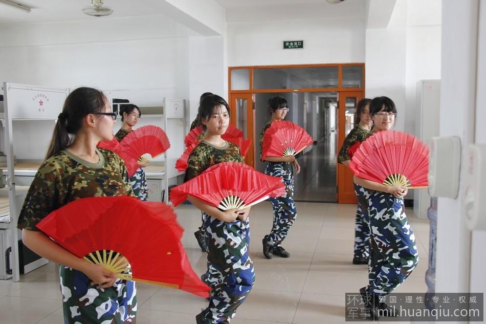 军事 首届/8月2日,由教育部、总参谋部、总政治部共同举办的首届军事训练...