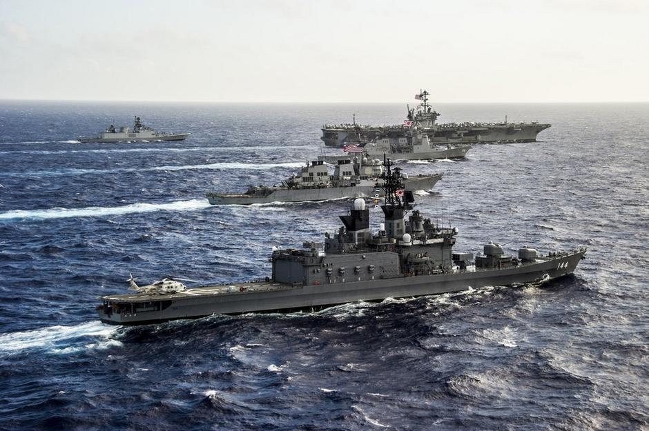 日本军事_据美国海军网报道,7月30日,美国,印度,日本三国联合舰队在冲绳东部