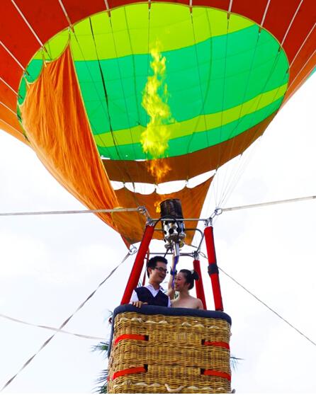 """热气球搭""""鹊桥"""" 传统七夕过得有创意(组图)图片"""