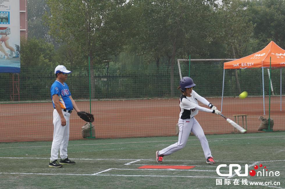 特别是棒球间的慢投垒球比赛投城市运动,极大地垒球棍能不能过安检图片