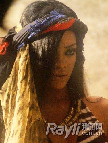 蕾哈娜印度风妆容造型