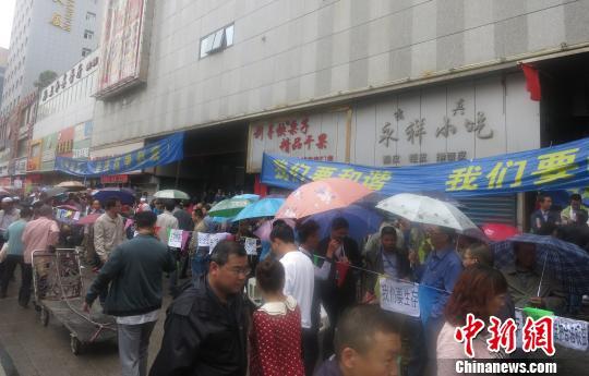 5日,西宁义乌商贸城众多商户罢市。 张添福 摄