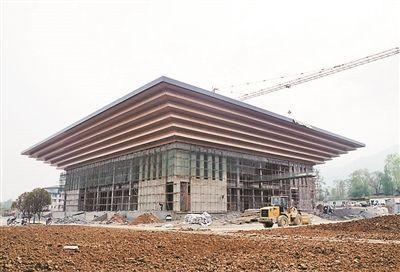 房县县委大院会议中心形似世博园中国馆