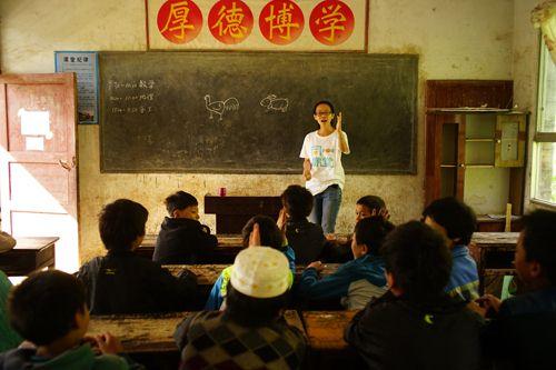 志愿者无私奉献点燃青春