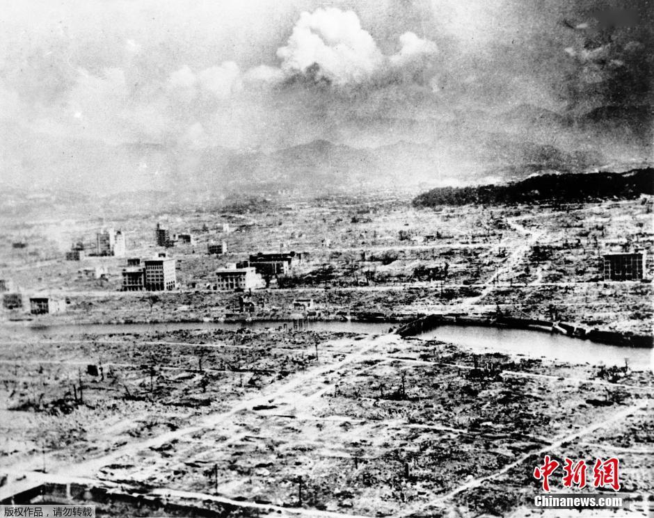 历史图片:1945年8月,广岛俯视图,显示第一颗原子弹爆炸的破坏威图片
