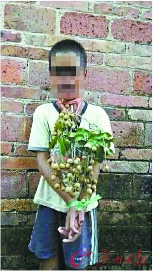 网上流传小孩被示众的照片
