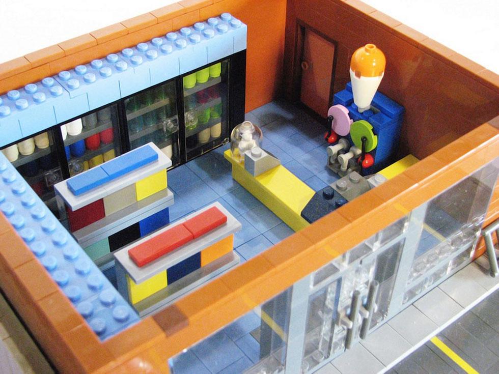 美国一家用乐高玩具搭建完整《辛普森图纸》中范盒微积木男子米奇颗粒图片