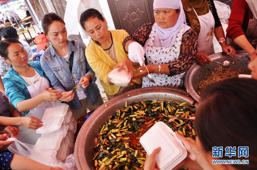 鲁甸居民自发设立供餐点 四天供五千余人免费就餐