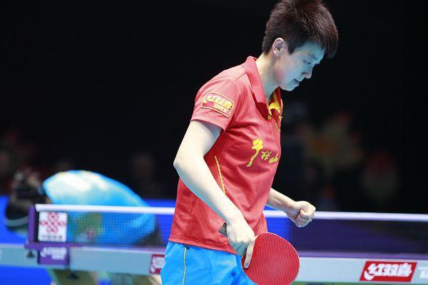 图文:[乒超]山东女团夺冠 木子紧握左拳