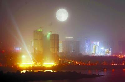 8.11超级月亮图片
