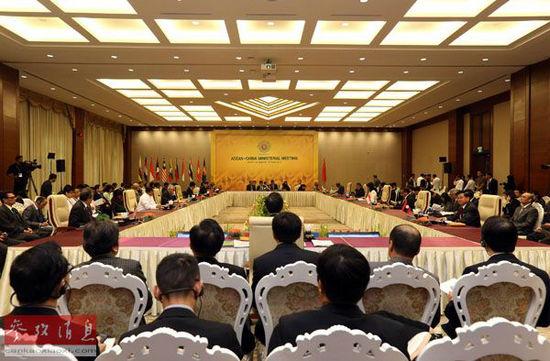 资料图:8月9日,与会代表在缅甸内比都出席中国-东盟(10+1)外长会。当日,中国-东盟(10+1)外长会在缅甸内比都举行,中国外交部长王毅出席。新华社发(吴昂摄)