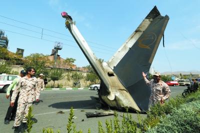 伊朗一客机坠毁(图)