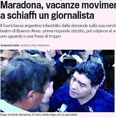 马拉多纳又惹事了!据《米兰体育报》报道,马拉多纳在阿根廷首都布宜诺斯艾利斯因为对一位记者提出的问题感到恼火,球王直接掌掴了这名记者。