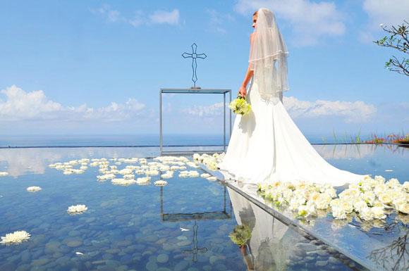 去巴厘岛办一场唯美空灵的水上婚礼