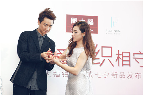 明星夫妇刘璇、王�|以红线编织幸福的轨迹