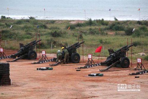 """戍守南海岸的驻军,验证平时射击成效。图:""""中时电子报"""""""