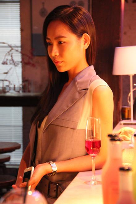 张乃鸥干练形象演绎都市职场女性