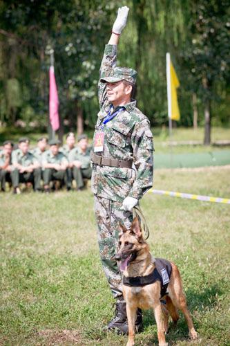 军犬奇兵_奇兵》作为国内首部聚焦人犬情的当代军旅大剧,讲述了士兵与军犬之间