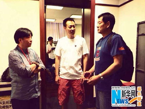 田沁鑫、辛柏青、濮存昕(从左至右)在后台交流(摄影:纳兰)