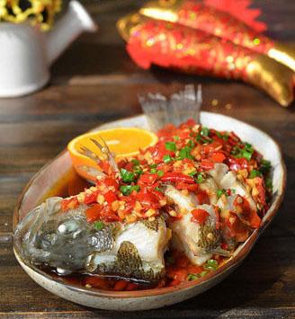 中式食单:色香味俱全的剁椒鲈鱼 可以出自你手