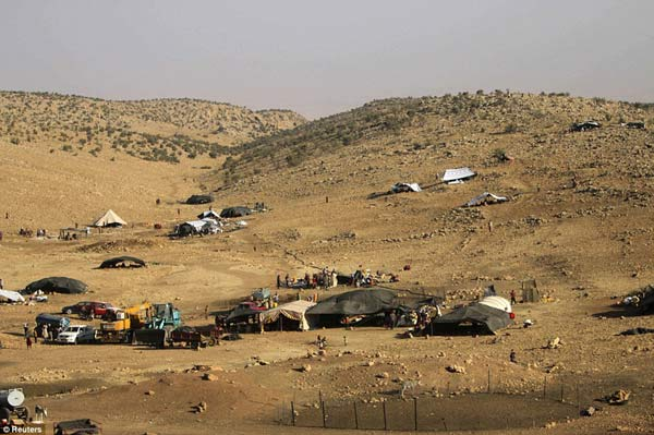 亚齐迪族人在辛贾尔山上避难。(图片来源:《每日邮报》)