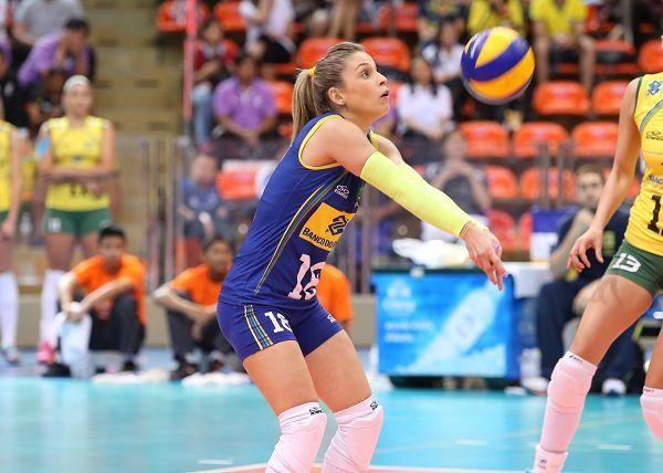 图文:巴西女排3-2美国 巴西自由人卡米拉