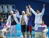 图文:混合4X100米自由泳 中国队赛前亮相