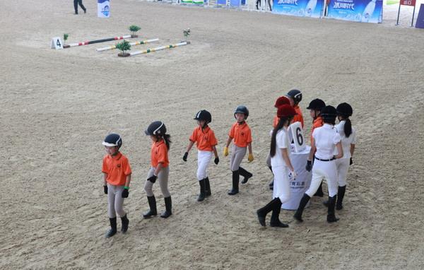 小选手们参加比赛