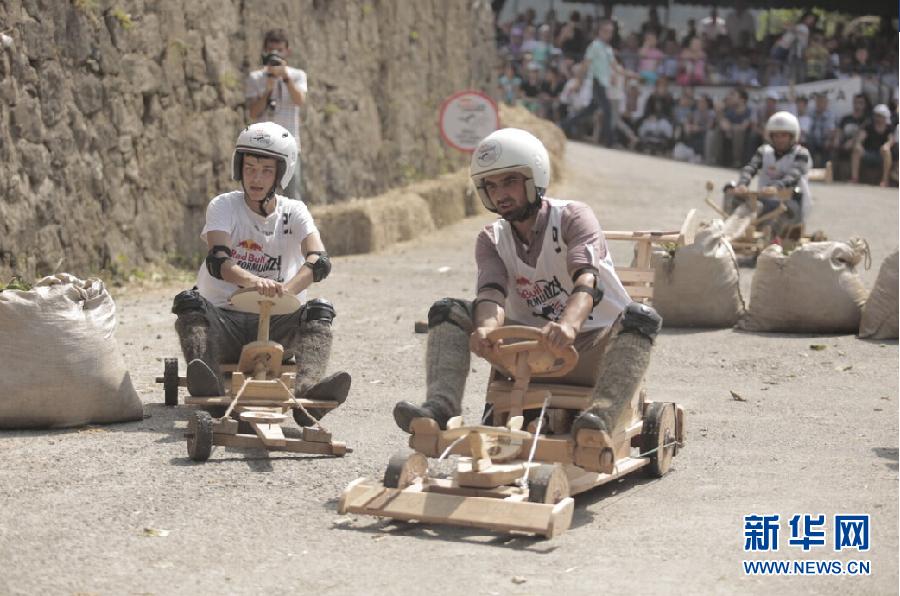 """土耳其趣味""""木轮车""""拉力赛"""