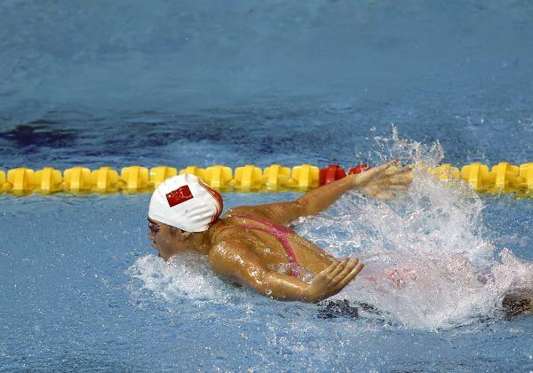 图文:女4X100米混接力中国队夺冠 在比赛当中