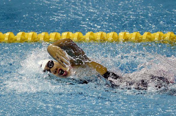 图文:女4X100米混接力中国队夺冠 奋力比赛