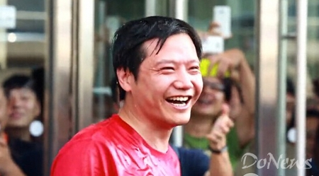 而在国内除雷军外,优土集团CEO古永锵和一加手机CEO刘作虎也于17日自浇冰水并向业界其他大佬发起挑战。