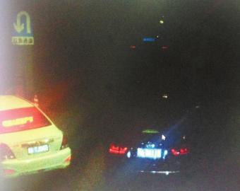 8月18日早晨,成都红星路下穿隧道内,一辆机动车违法掉头。(监控画面)