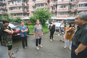 小区居民说,桑师傅是个老实人,是邻居太过分
