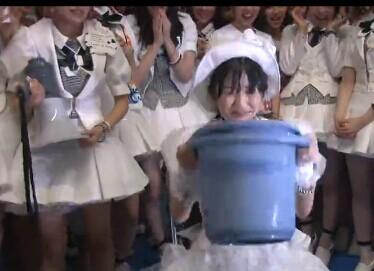 AKB48渡边麻友完成冰桶挑战