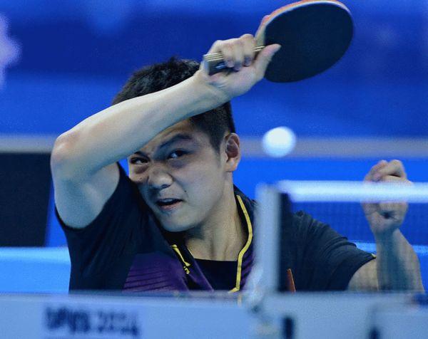 图文:混团赛中国3-0亚洲一队 樊振东凶狠拉球