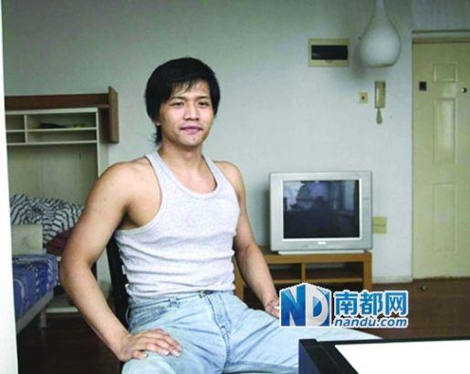 2007年3月,刘云飞在酒店吸毒被警方抓获。