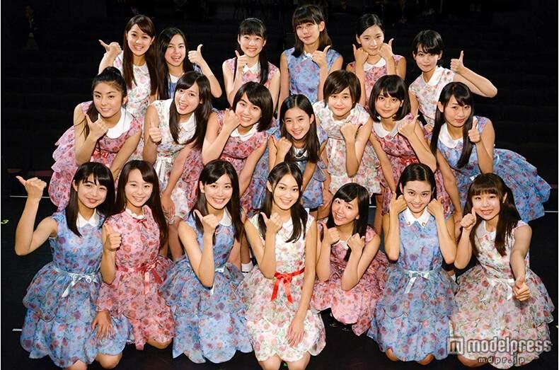 日本国民美少女军团X21首次公演 观众疯狂图