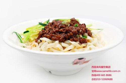 人们又根据当地习俗,长长的扯面因为其一根一碗,长而不断,则是中国人每逢生辰设于宴会最后必吃食品,扯面又宽又长,寓意长命百岁。