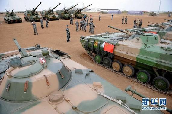 原文配图:上和军演解放军亮出05式重炮。