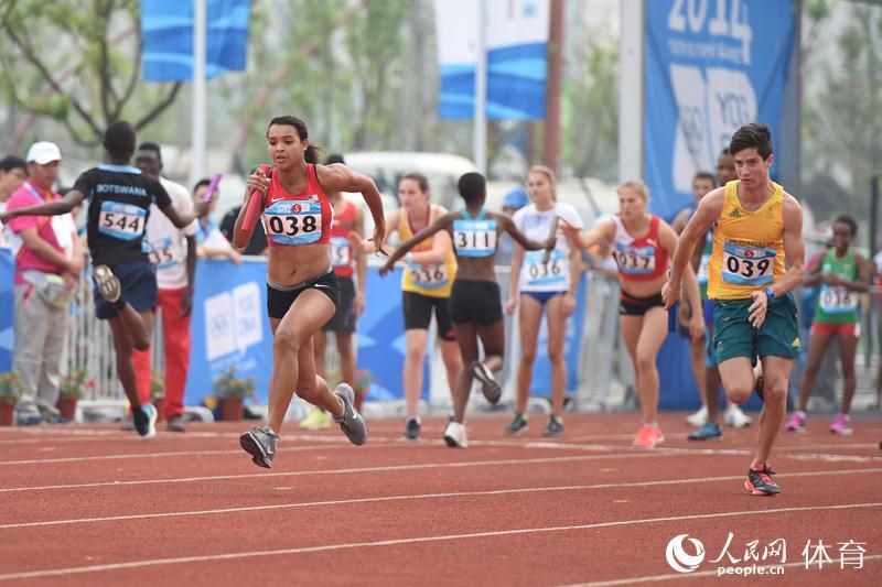 为是不同项目的运动员参赛,跑道上不时能出现女运动员反超男运动