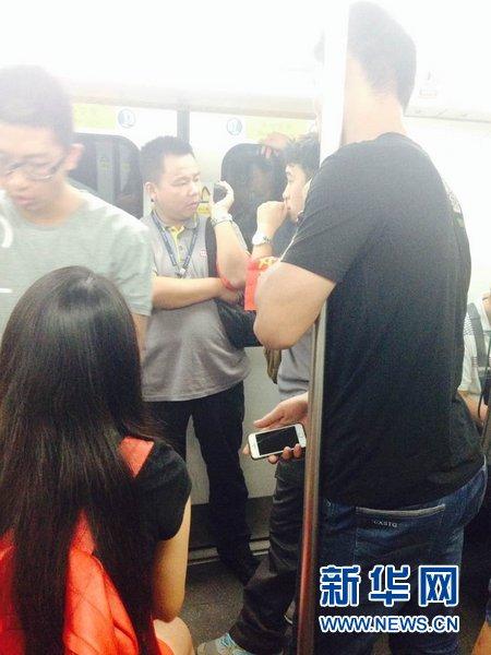 8月27日晨8时许,北京地铁四号线途经公益西桥站至新宫站时发生紧急制动。
