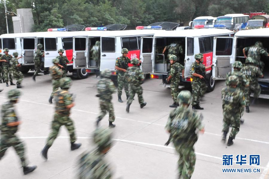 新疆公安边防官兵开进中国-亚欧博览会安保执勤任务区