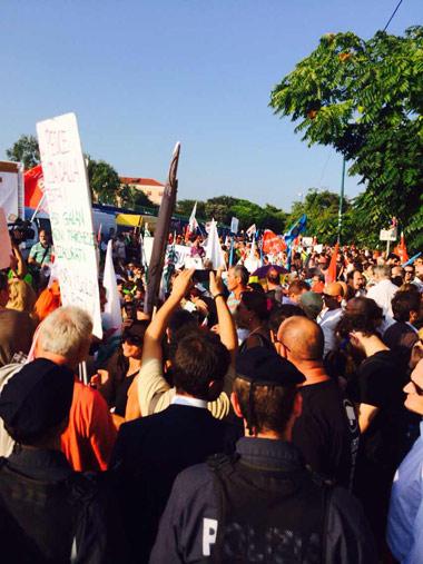 游行抗议者们