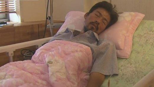 韩国沉船遇难学生家属金某绝食后在医院接受治疗。