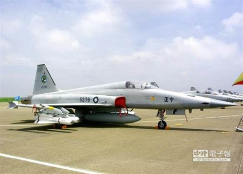 F-5战机将汰除,台军方首度考虑封存部分战机。《中时电子报》
